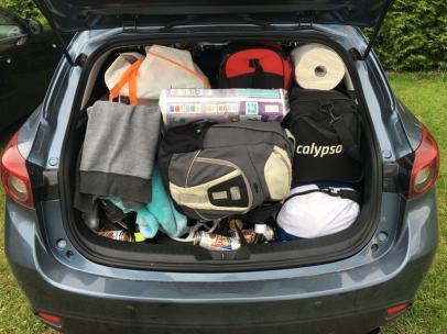 Bagaże 4 dorosłych osób i jednego dziecka, pod torbami i plecakami mieści się jeszcze wózek :D
