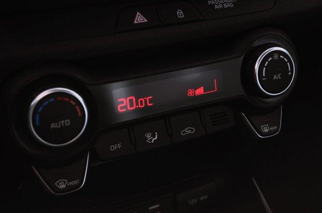 Panel sterowania klimatyzacją, nie przypomina Wam pada od PS? ;-)