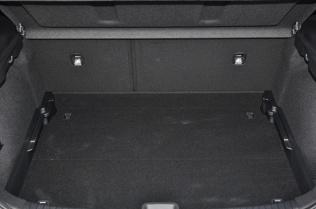 Bagażnik o pojemności 395 litrów kryje rownież koło zapasowe